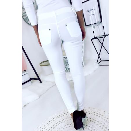 Witte slanke broek in grote maat, basic met voor- en achterzakken