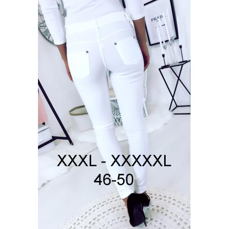 Pantalon slim Blanc en grande taille , basic avec poches avant et arrière