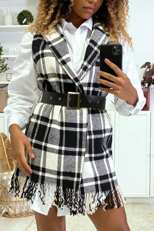 Pretty plaid sleeveless jacket made of wool with belt